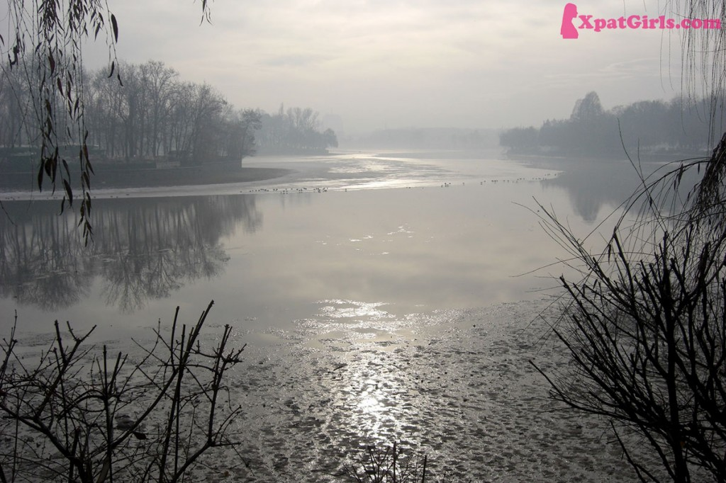 Early morning haze over Herastrau lake
