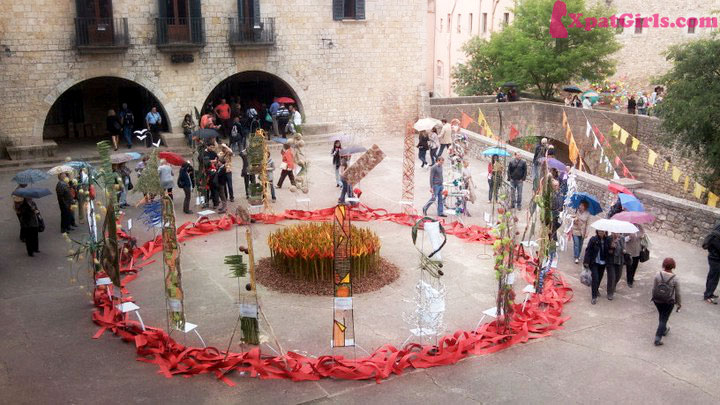 Each May, the city organizes Girona – Time of Flowers, an exhibition where all the museums, streets and private courtyards are decorated with flowers.