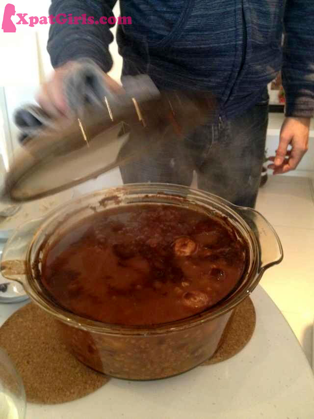 Cholent (Yiddish: טשאָלנט, tsholnt or tshoolnt) or Hamin (Hebrew: חמין‎) is a traditional Jewish stew